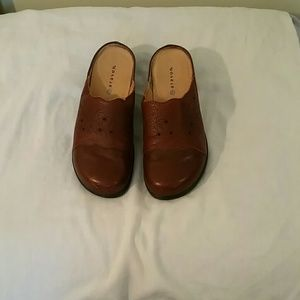 3X25.  Women's shoes